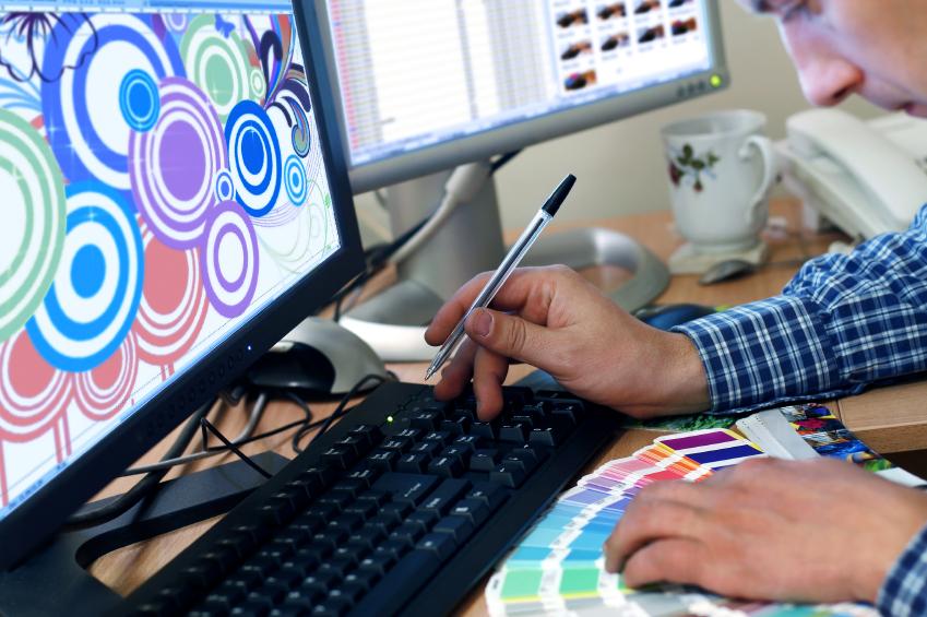 grafik-designer-bei-der-arbeit1